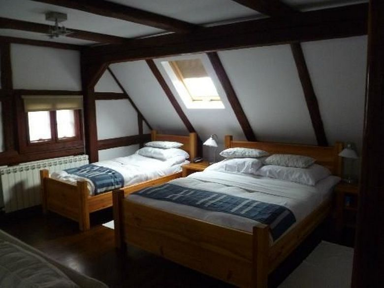 85 Master Bedroom Decoration Models With Two Beds Feel Comfortable In Use 35