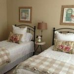 85 Master Bedroom Decoration Models With Two Beds Feel Comfortable In Use 71