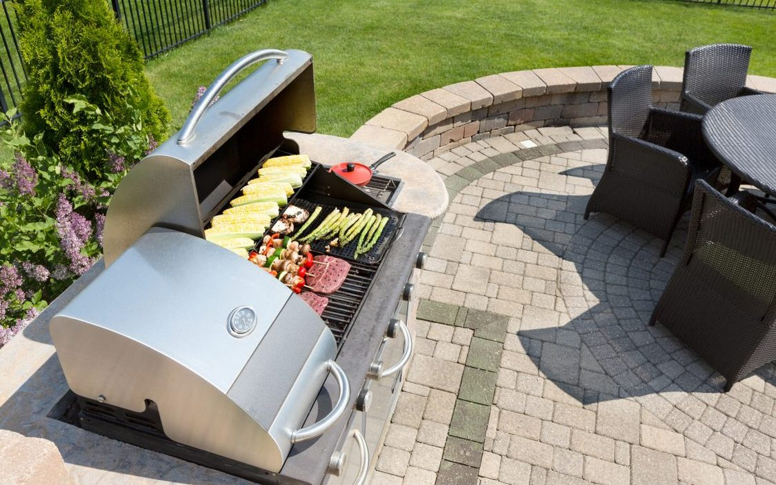 7 Tips Simple For Choosing The Perfect Outdoor Kitchen Grills 24