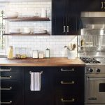 Tips For Creating Beautiful Black Or White Retro Themed Kitchens 11