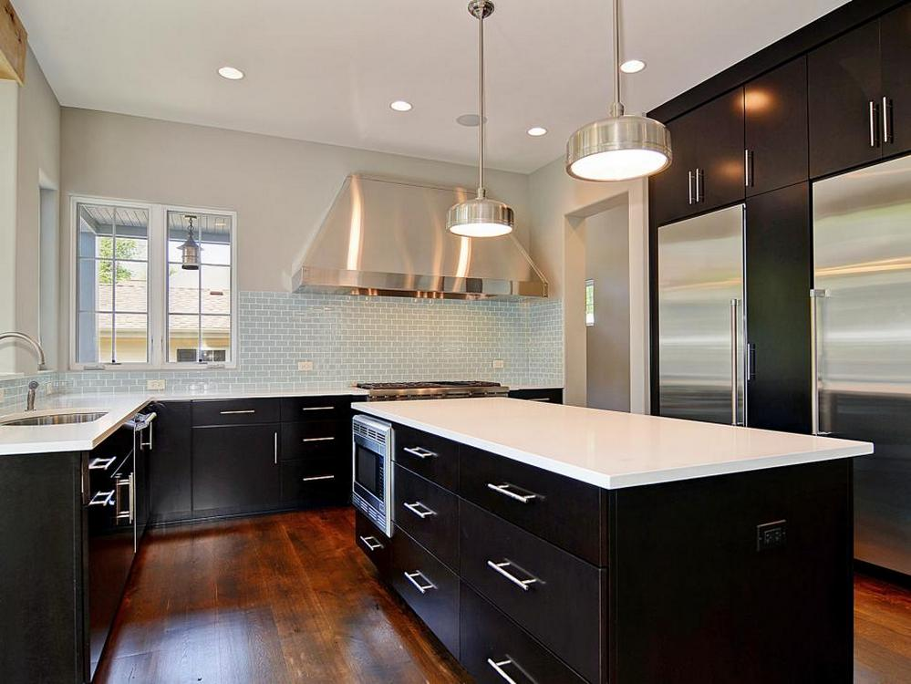 Tips For Creating Beautiful Black Or White Retro Themed Kitchens 12