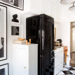 Tips For Creating Beautiful Black Or White Retro Themed Kitchens 33