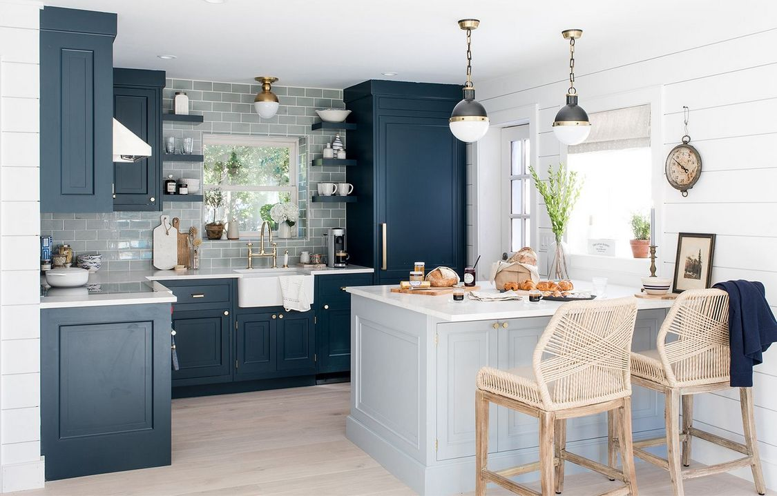 Tips For Creating Beautiful Black Or White Retro Themed Kitchens 34