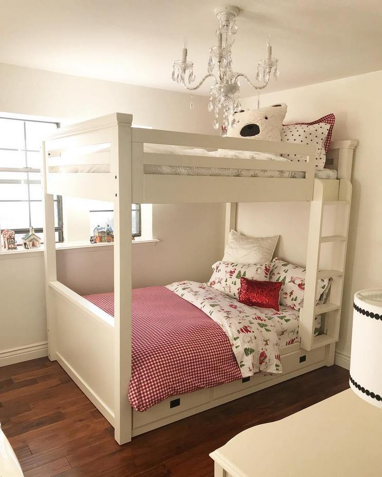 Tips For Decorating A Small Bedroom For A Young Girl 17