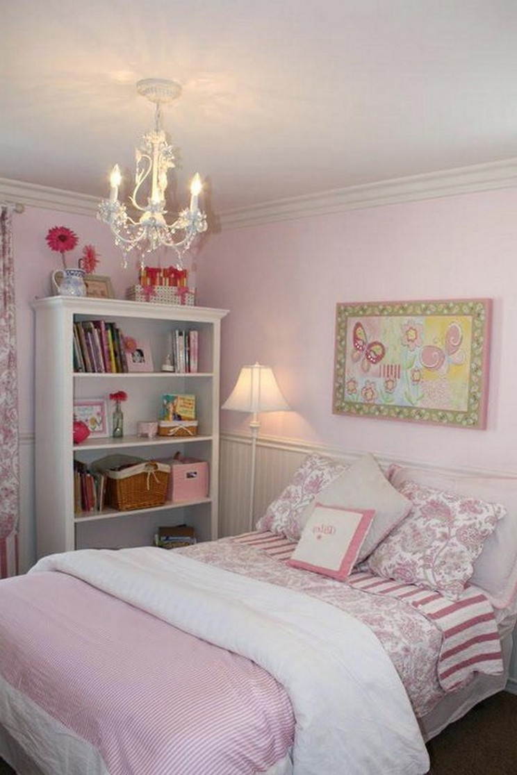 Tips For Decorating A Small Bedroom For A Young Girl 22