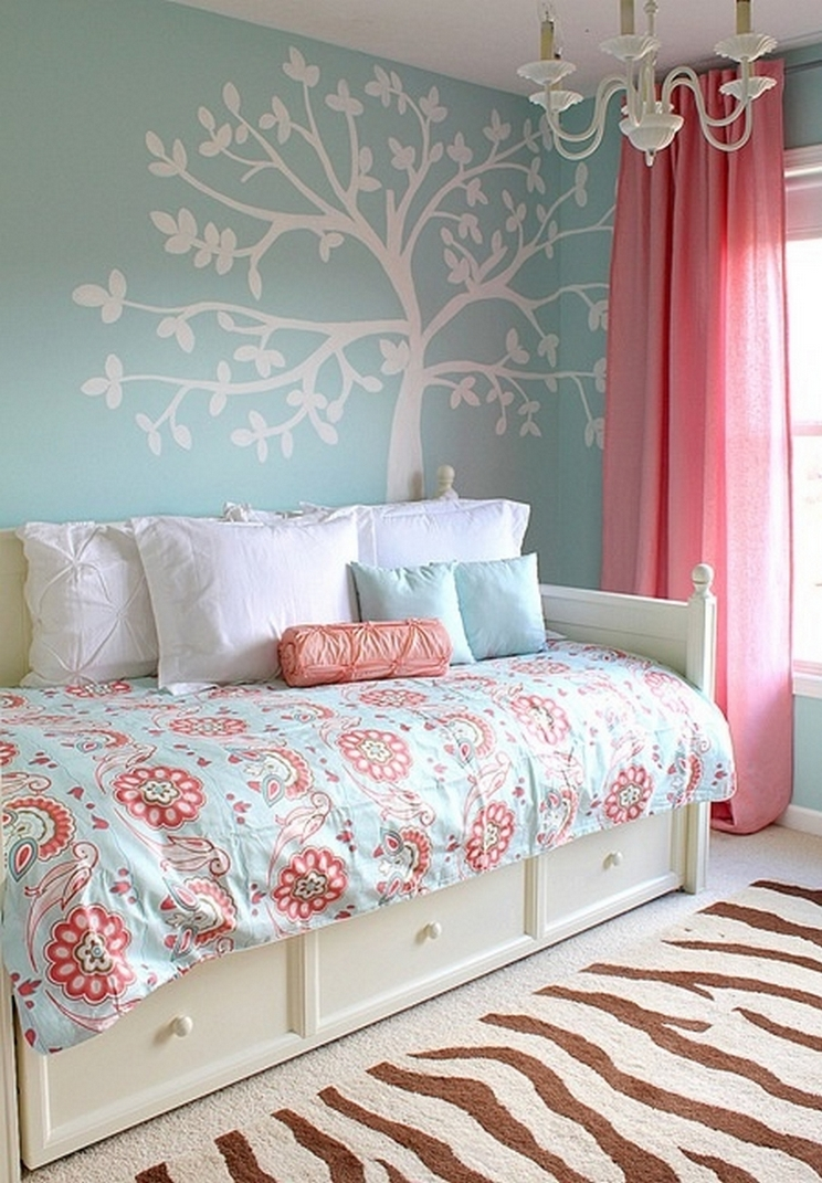 Tips For Decorating A Small Bedroom For A Young Girl 35