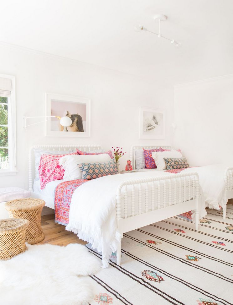 Tips For Decorating A Small Bedroom For A Young Girl 36
