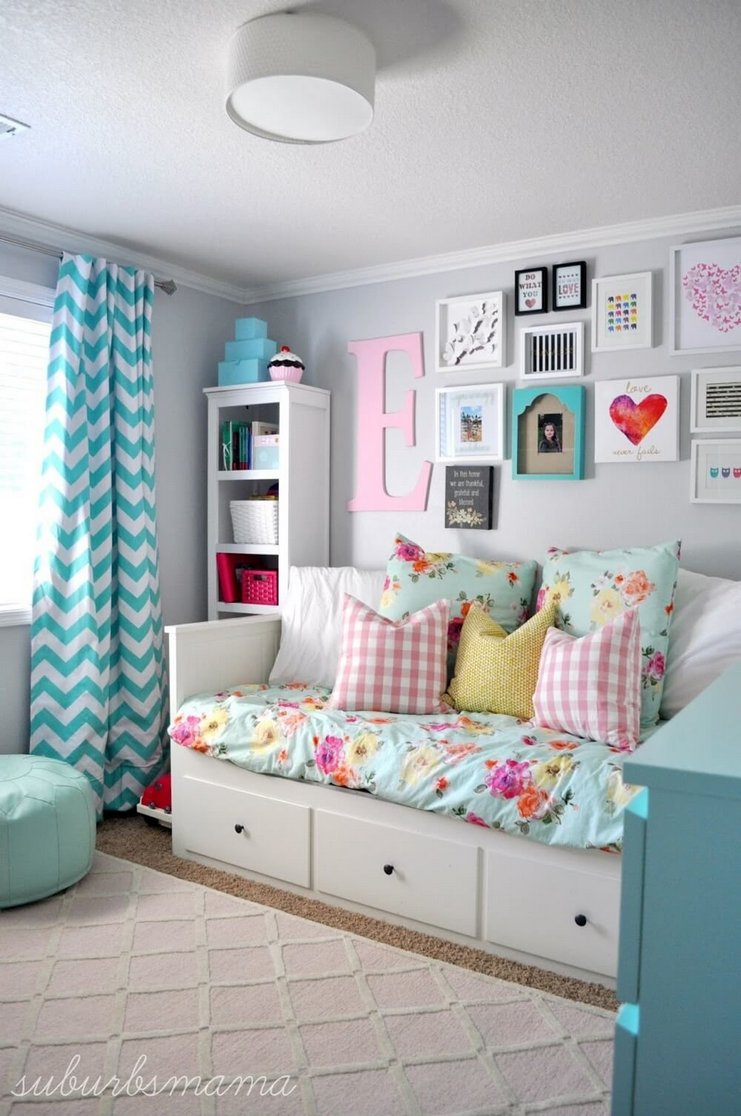 Tips For Decorating A Small Bedroom For A Young Girl 45