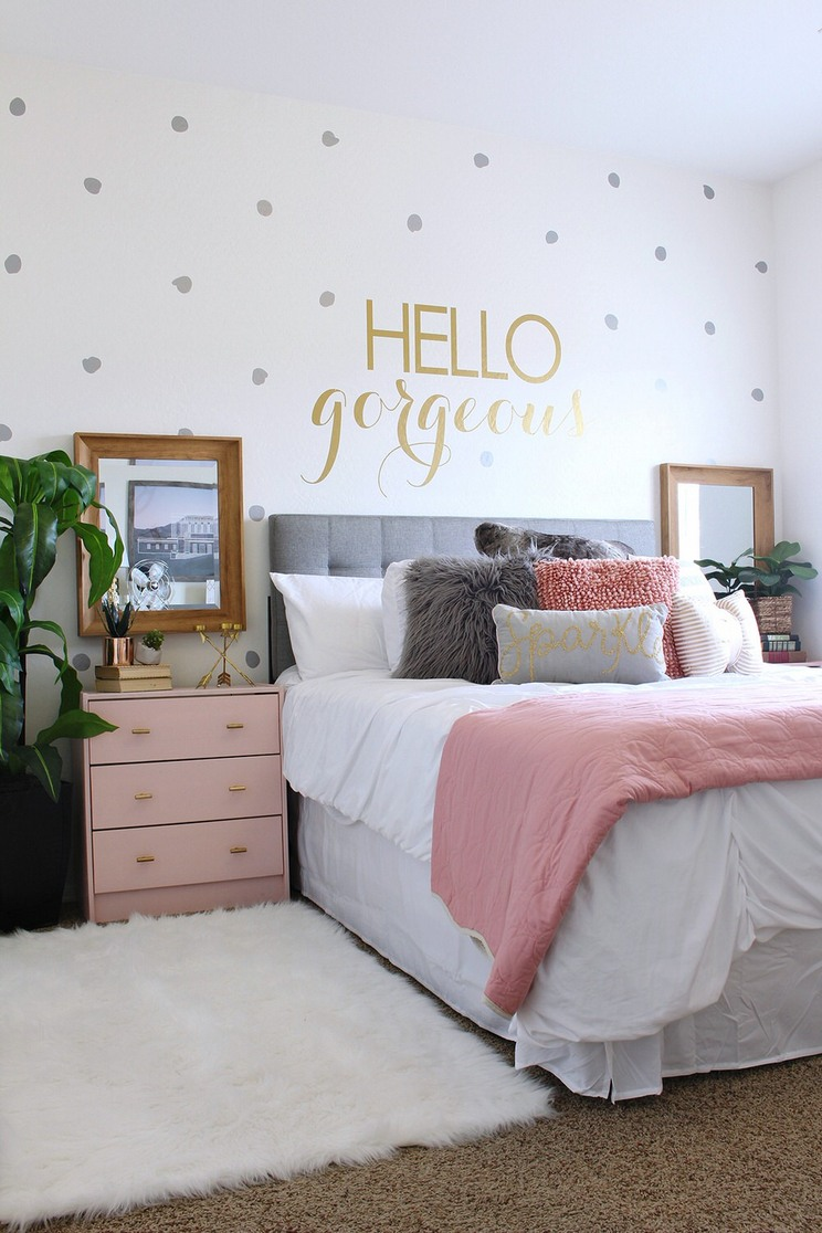 Tips For Decorating A Small Bedroom For A Young Girl 47