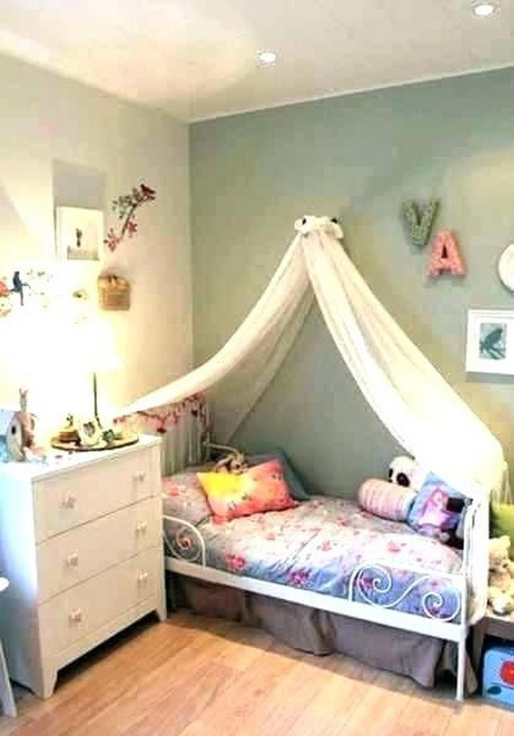 Tips For Decorating A Small Bedroom For A Young Girl 48