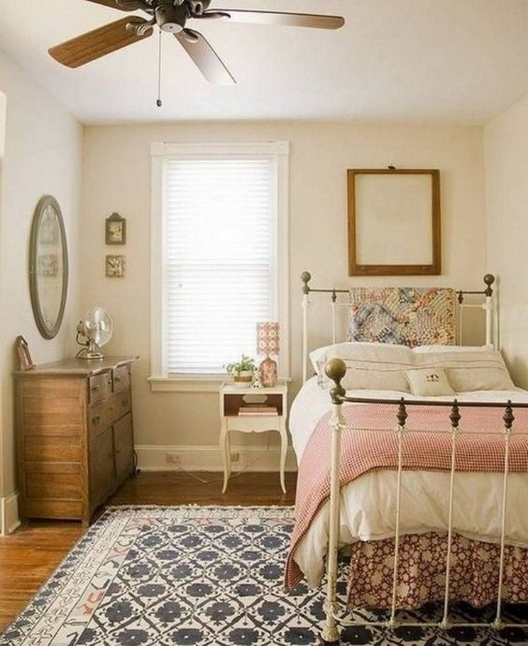 Tips For Decorating A Small Bedroom For A Young Girl 5