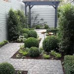 91 Small Backyard Landscape Decoration Models Are Simple And Look Creative 11