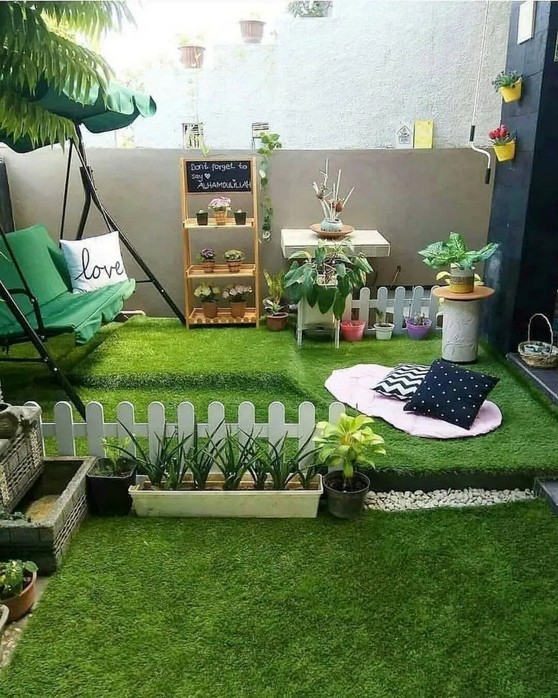 91 Small Backyard Landscape Decoration Models Are Simple And Look Creative 17