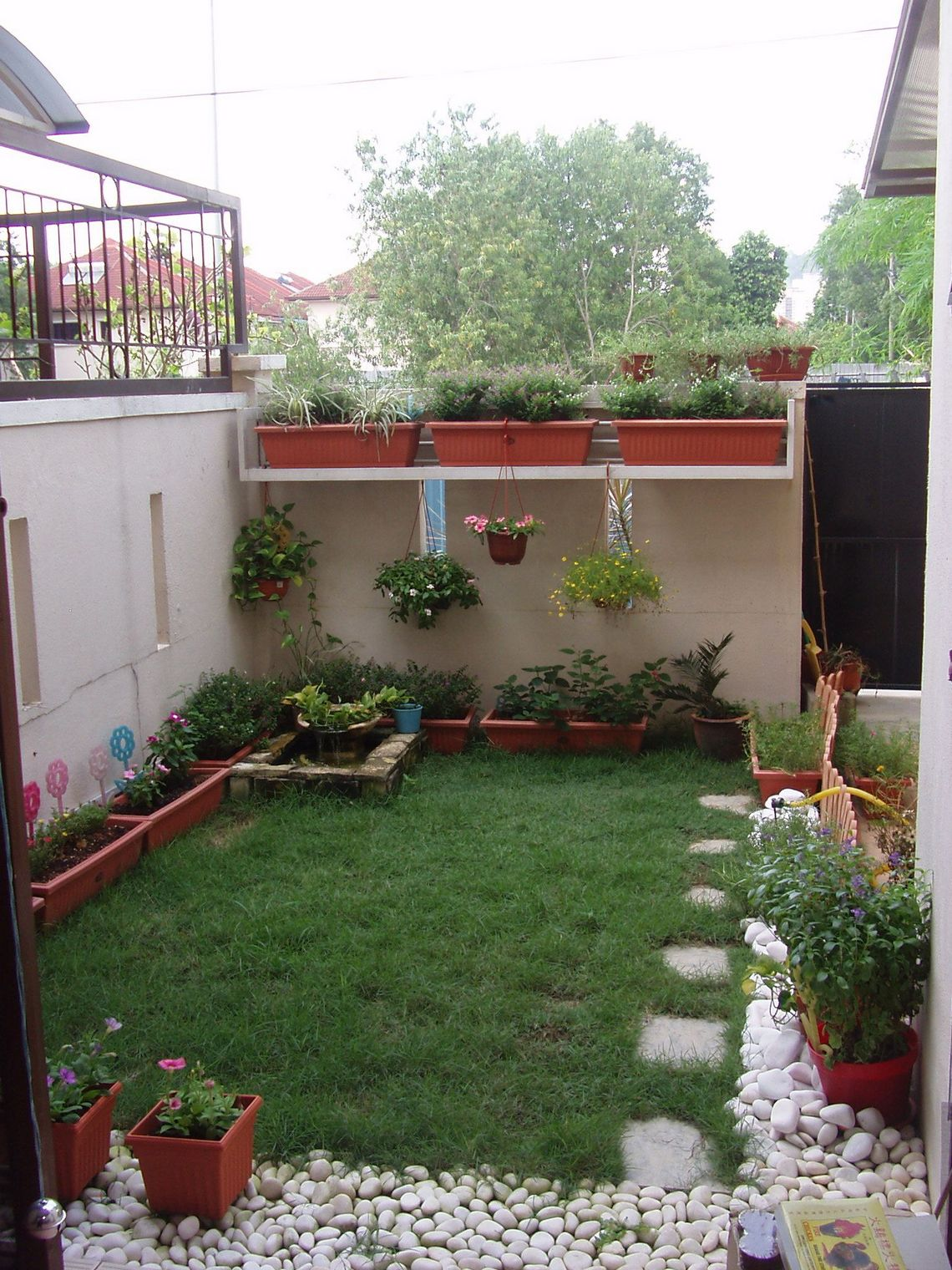 91 Small Backyard Landscape Decoration Models Are Simple And Look Creative 18
