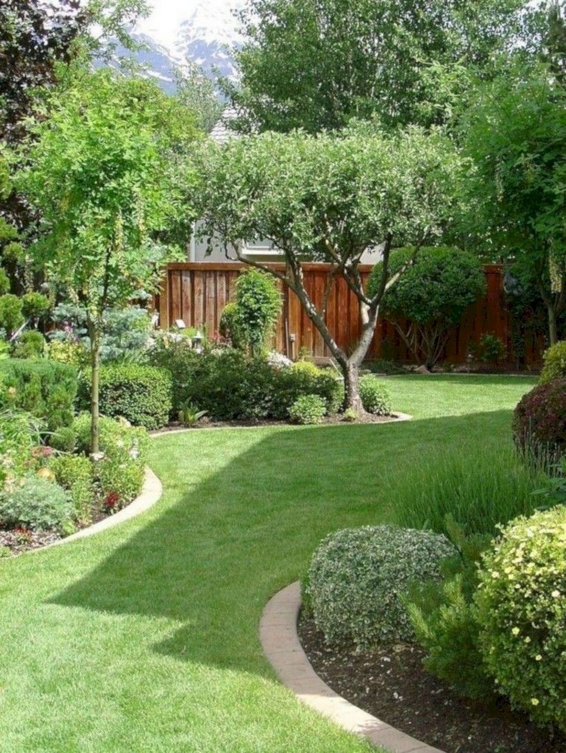 91 Small Backyard Landscape Decoration Models Are Simple And Look Creative 26