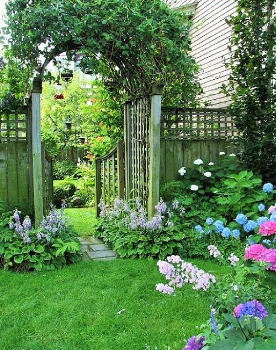 91 Small Backyard Landscape Decoration Models Are Simple And Look Creative 3