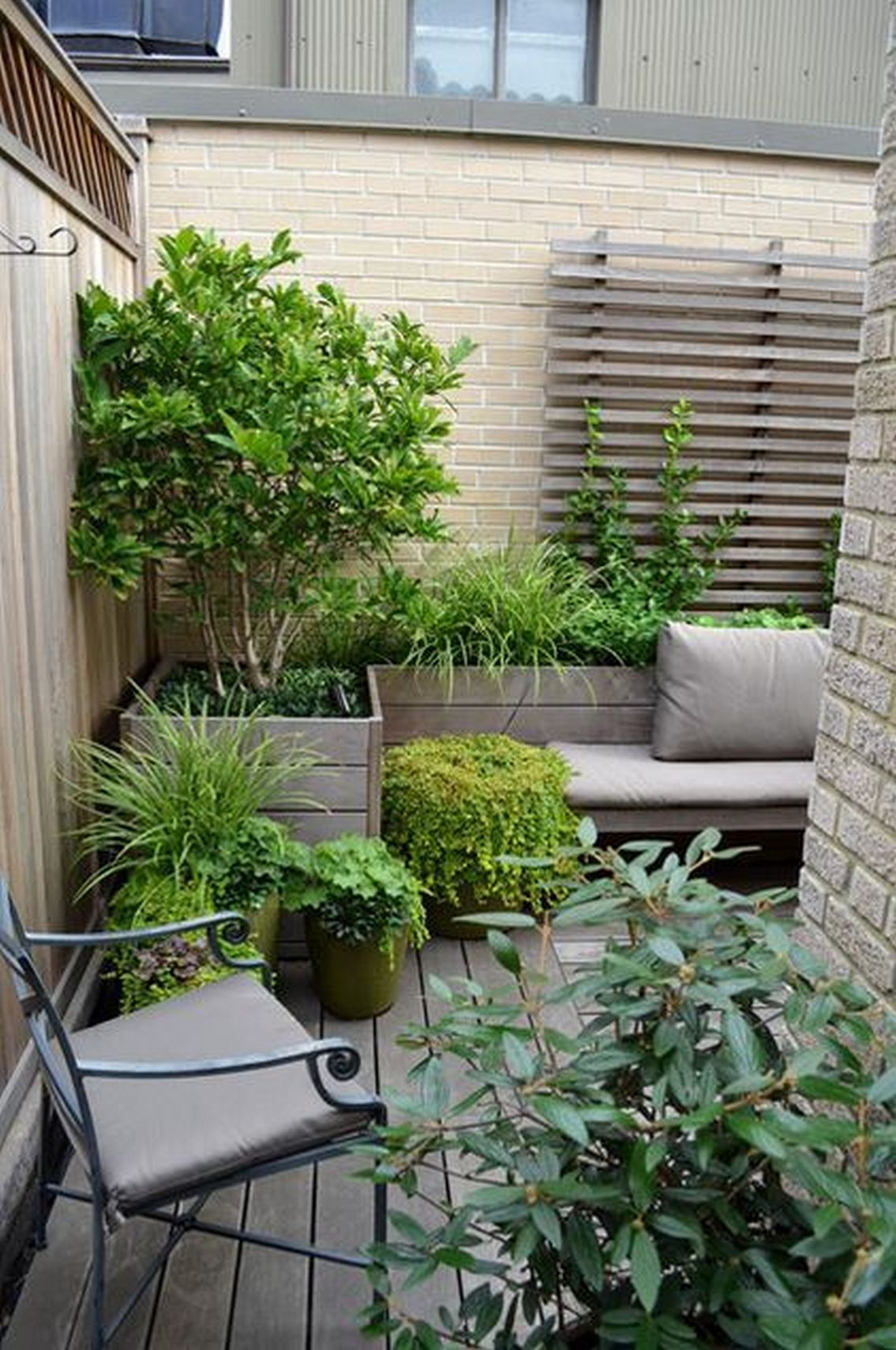 91 Small Backyard Landscape Decoration Models Are Simple And Look Creative 30