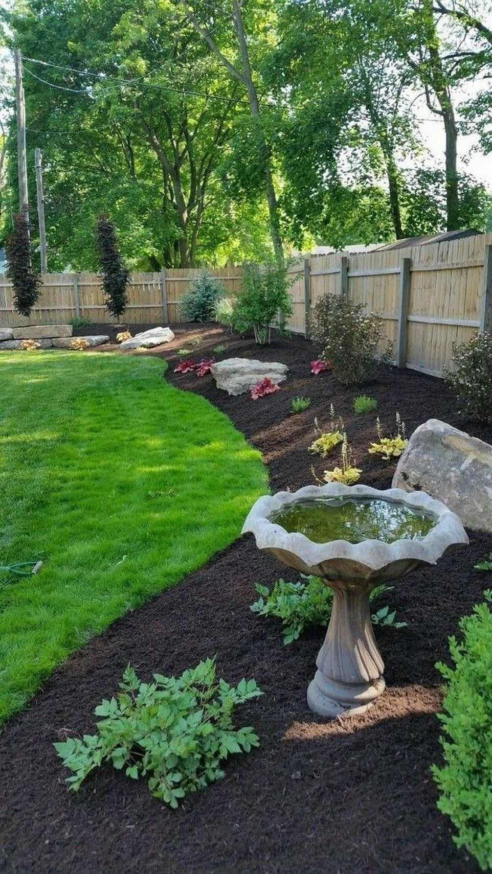 91 Small Backyard Landscape Decoration Models Are Simple And Look Creative 56