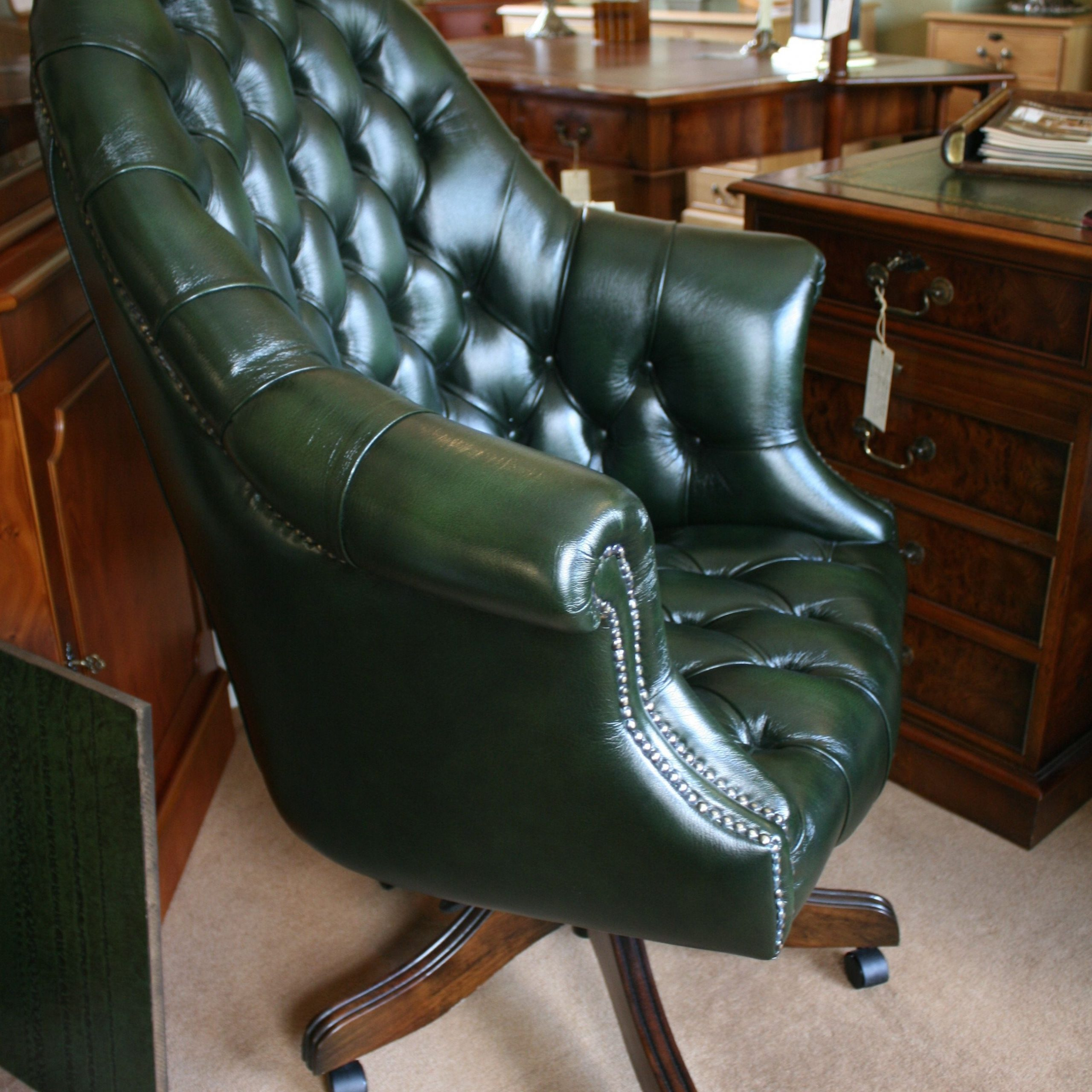 and client id=CLIENT ID &mweb unauth id= defaultssion&amp url= s://br pinterest/amp/pin/ /&open share=t on Traditional Style Leather Sofas id=1005450