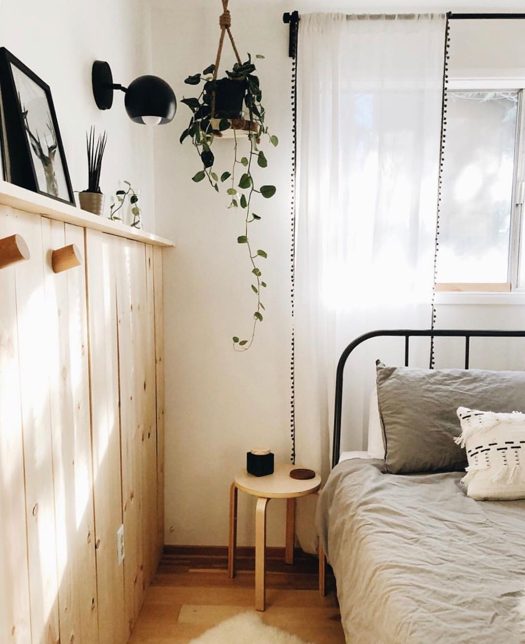 Lovely Minimalist Bohemian Dorm Room Bedding On Lovely Industrial Meets Boho In This Minimal Bedroom On Minimalist Bohemian Dorm Room Bedding