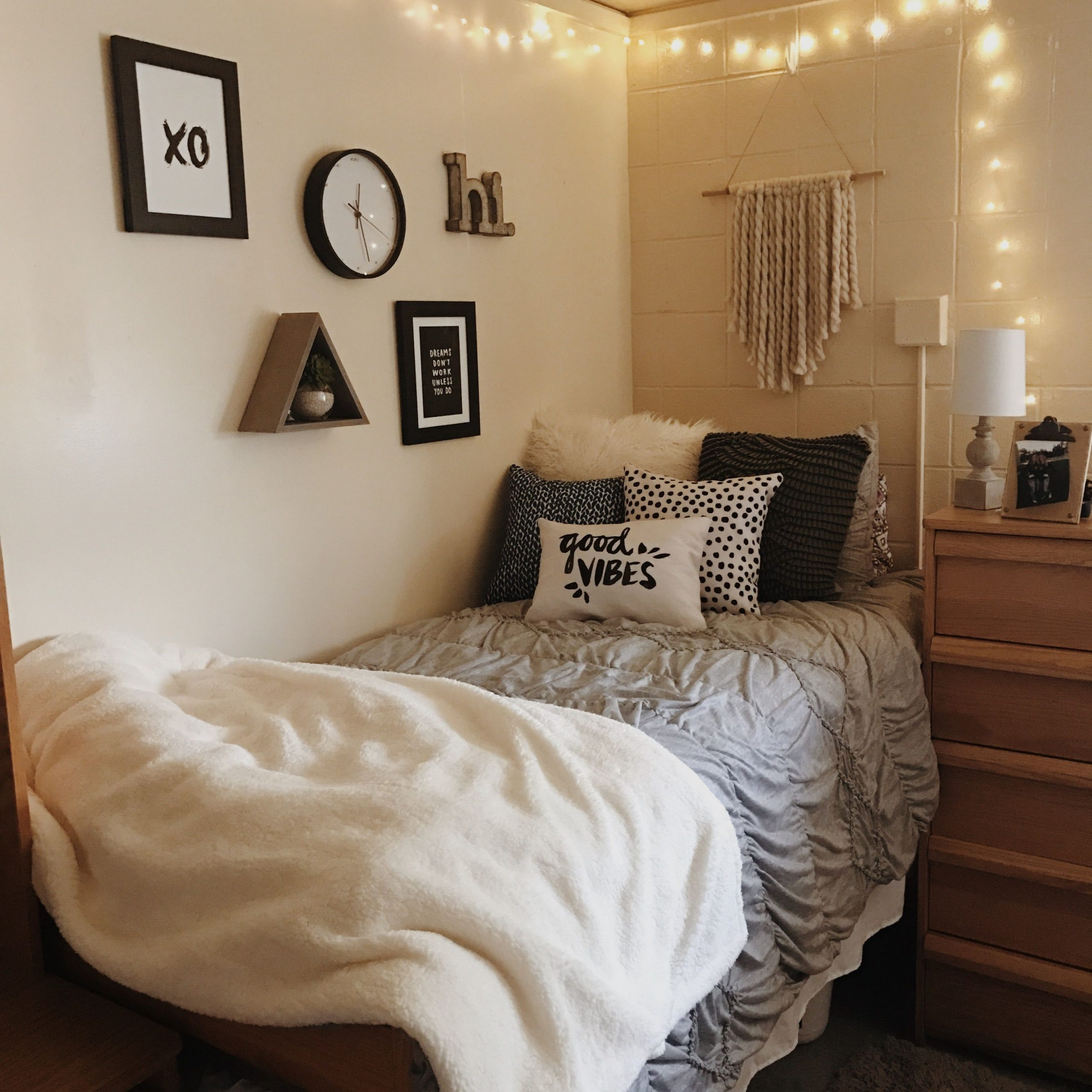 Artistic College Dorm Decor On Stunning Pin by Linda Menz On Cutie Rooms On College Dorm Decor