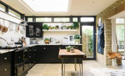 Tips For Creating Beautiful Black Or White Retro Themed Kitchens 51